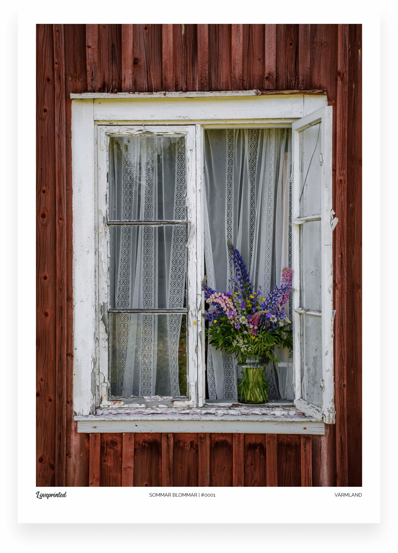 Sommar blommar | A closeup image of an old window with a bouquet of summer flowers in the windowsill in Sweden made by Loveprinted